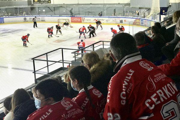 Poussés par leurs supporters, les hockeyeurs de Caen ont réussi à marquer à deux reprises mais cela n'aura pas suffi pour décrocher la victoire.