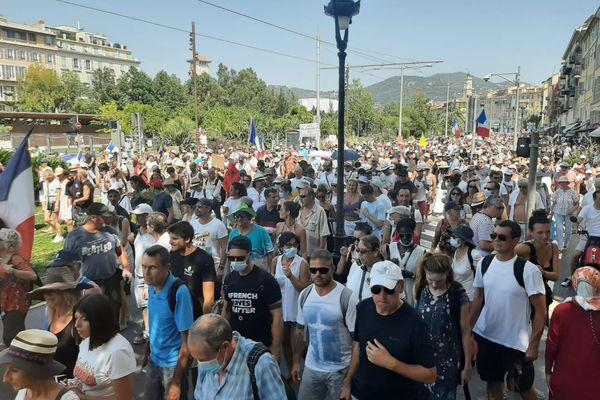 Le 14 août, les manifestants se sont mobilisés pour le 5e samedi consécutif à Nice contre le pass sanitaire et l'obligation vaccinale dans certaines professions.