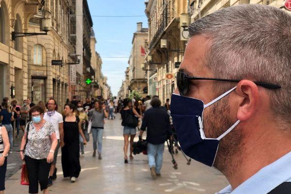 """Depuis le samedi 15 août, le masque est obligatoire rue Sainte-Catherine et rue Porte-Dijeaux, """"véritable centre commercial à ciel ouvert"""" selon le maire Pierre Hurmic."""