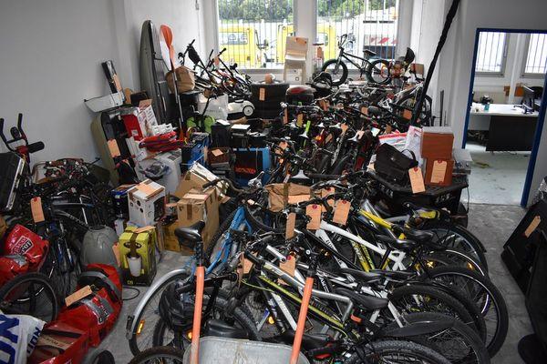 Dans le cadre du démantèlement d'un réseau de cambrioleurs, une grande quantité d'objets a été saisie par la police nationale ce lundi 17 mai 2021. - Perpignan (Pyrénées-Orientales)