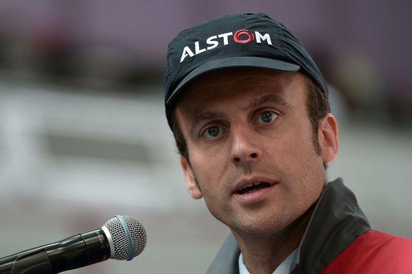 Emmanuel Macron lors d'une visite chez Alstom, en 2015.