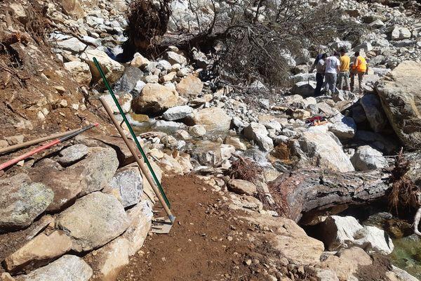 Près de 61 kilomètres de sentiers, soit plus de 10 % des sentiers en coeur de Parc habituellement entretenus par l'établissement et de nombreuses infrastructures ont été détruits en quelques heures.