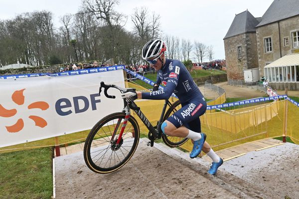 Antoine Benoist lors des championnats de France de cyclo-cross en 2020, qu'il a remporté chez les Espoirs