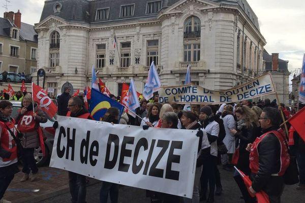 Une manifestation est organisée pour défendre le plateau chirurgical de l'hôpital de Decize, dans la Nièvre, mercredi 9 janvier 2019.