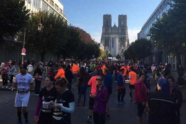 Le départ de l'édition 2017 de Run in Reims, devant de la cathédrale (photo d'illustration).