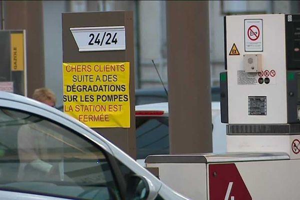 Plusieurs des stations vandalisées ont été contraintes de fermer pendant plusieurs heures