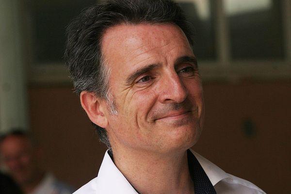 Le maire écologiste de Grenoble, Eric Piolle, votant à l'école Jean Jaurès pour le second tour des élections municipales.