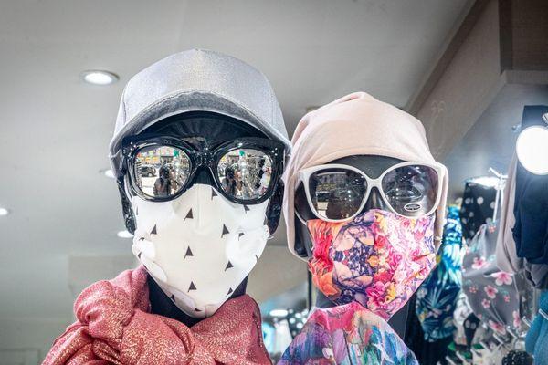 """Illustration. Chic, branché ou humoristique, quand le masque accessoire de mode devient un """"must have""""."""