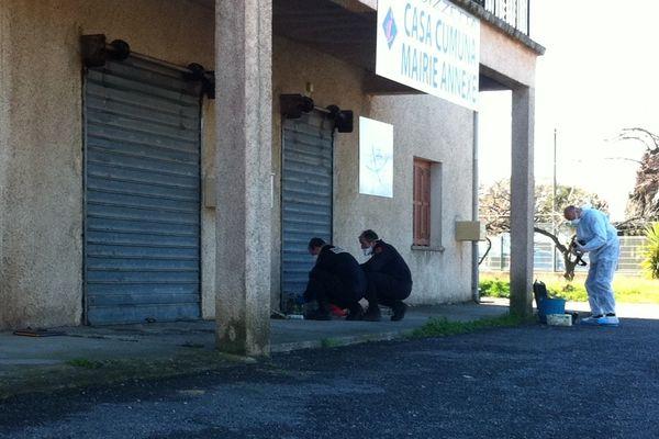 21/03/13 - Les démineurs et la section de recherche de la gendarmerie sur place