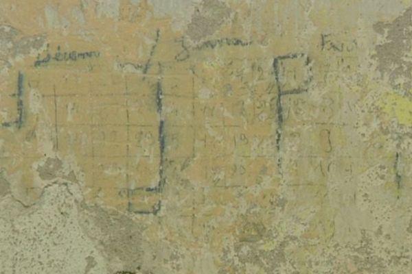 Graffitis de calendrier retrouvés lors de la restauration du bâtiment