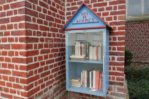 Une boîte à livres à Godewaersvelde