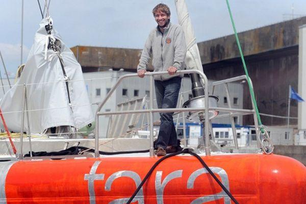 Le jeune capitaine Loic Valette, à bord de la goëlette Tara Oceans
