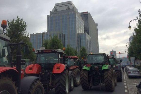 Des tracteurs bloquent le quartier des institutions européennes.