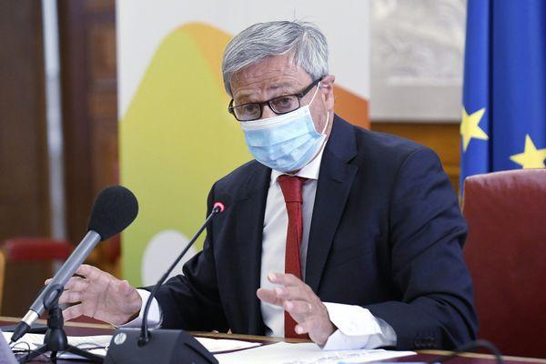Le préfet de Haute-Garonne Etienne Guyot a décidé de fermer les bars et délimiter les 43 communes de l'agglomération toulousaine concernées par le couvre-feu.