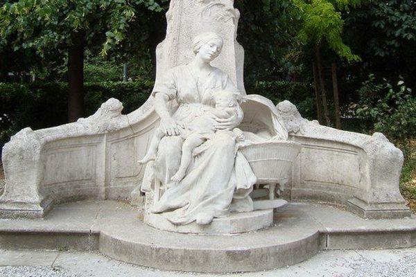 La statue du P'tit Quinquin, square Foch à Lille.