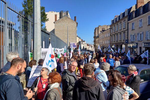 Enseignants et personnels de l'éducation sont en grève à l'appel national de la FSU et de plusieurs organisations syndicales.