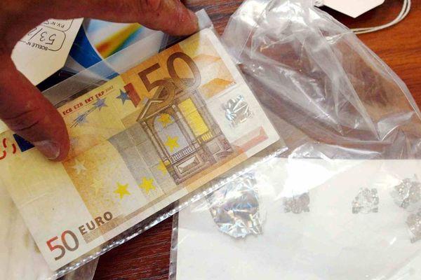 Illustration - Des faux billets de 50 euros fraîchement imprimés ont été saisis par les enquêteurs à Marseille en décembre 2014.
