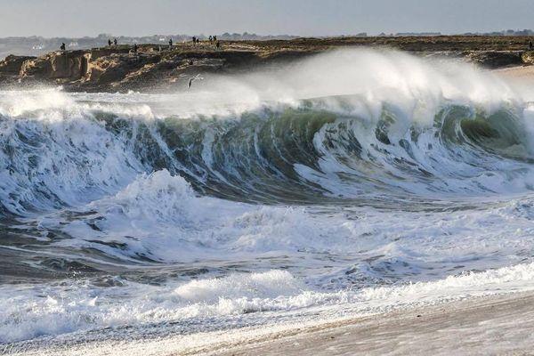 De grosses vagues dans le Morbihan