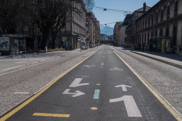La ligne Chronovélo du boulevard Agutte Sembat, vide.