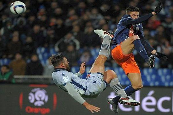 Montpellier - Jonas martin défend le ballon face à un Corse - 2 décembre 2015.