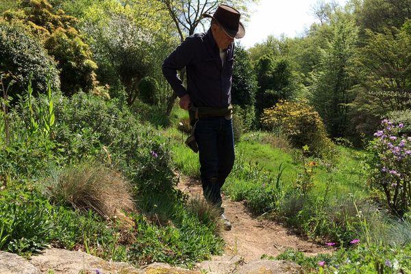 Gilles Clément dans son jardin en Creuse