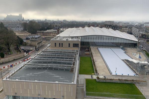 Le bassin extérieur du centre aqualudique de Reims va ouvrir pour la première fois et sous conditions au public le 5 mars.