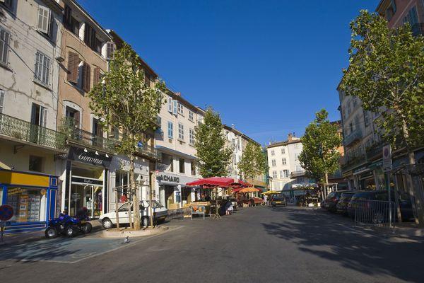 Place du marché à Draguignan (Archives)