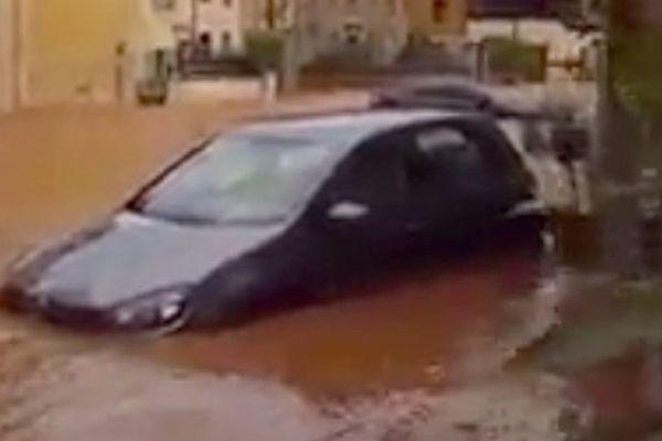 Inondations en cours à Saint-Gilles, dans le Gard - 1er octobre 2016