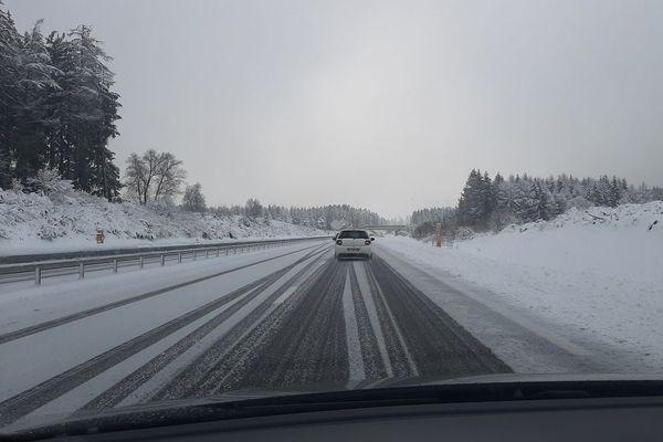 Des restrictions de circulation sont effectives dans le Puy-de-Dôme en raison de fortes chutes de neige attendues ce dimanche 27 décembre. (Photo d'illustration).