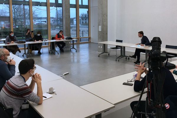 Rouen le 5 Janvier 2021-   Nicolas Mayer-Rossignol, maire de Rouen et président de la Métropole Rouen Normandie face à la presse au Hangar 108 de Rouen