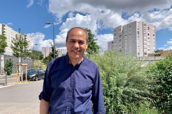 Mohamed Boudjellaba dans le quartier des Vernes à Givors