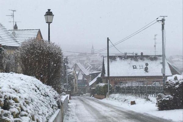 Le village de Beblenheim, dans le Haut-Rhin, sous la neige.