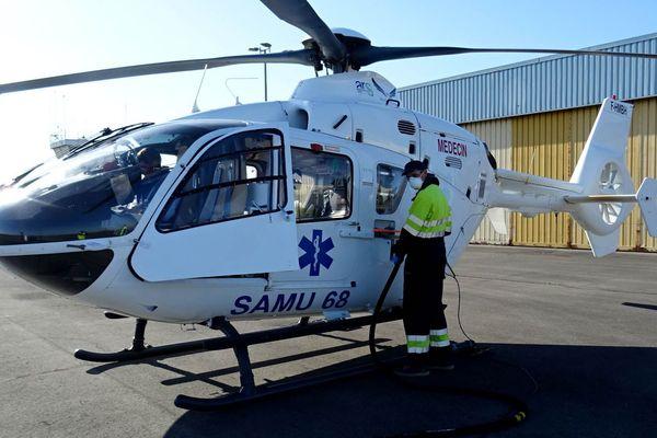 L'hélicoptère du SAMU 68 lors d'une escale sur Reims-Prunay