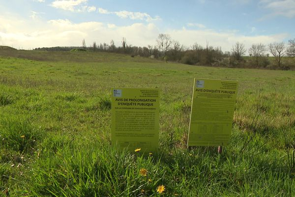 Le parc de 18 ha serait installé sur ce terrain à bâtir