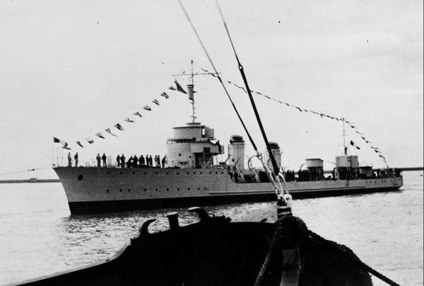 Le Branlebas photographié en 1937, peu de temps après sa mise à l'eau aux chantiers navals Augustin-Normand au Havre.