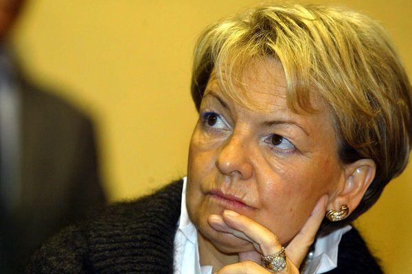 """Marie-Claude Bompard a fait voter au conseil municipal le changement de nom de la """"Rue du 19 Mars 1962"""" en """"Rue Hélie de Saint-Marc""""."""