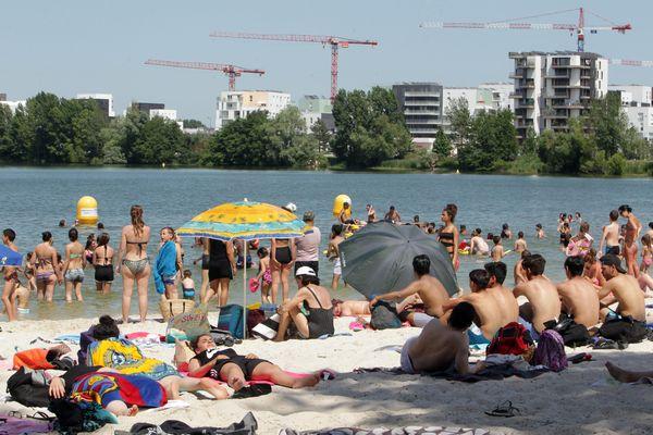 Pendant les périodes de fortes chaleurs, comme ici en 2017, la plage de Bordeaux Lac est très prisée des Bordelais.