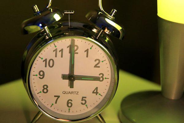 Le passage à l'heure d'hiver est fixé dans la nuit du 24 au 25 octobre 2015. A 3 heures du matin, il sera de nouveau 2 heures.
