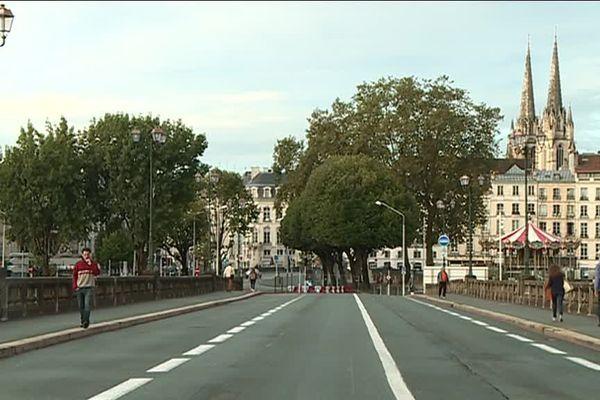 Le pont Saint-Esprit à Bayonne ce lundi 4 septembre ne se traversait qu'à pied !