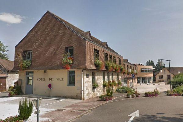 L'Hôtel de ville de Chevigny-Saint-Sauveur.