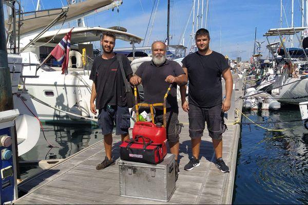 Pepe et ses deux fils, les mécaniciens qui sont venus faire la vidange aux Canaries.