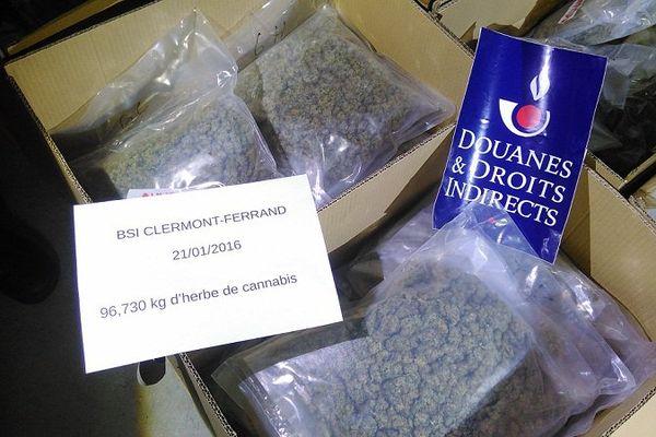 La douane de Clermont-Ferrand a saisi 97 kilos de cannabis