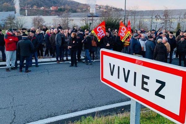 Près de 400 personnes se sont rassemblées ce mardi 10 décembre 2019 à proximité de la SAM pour dire leur opposition au projet de réforme des retraites du gouvernement •