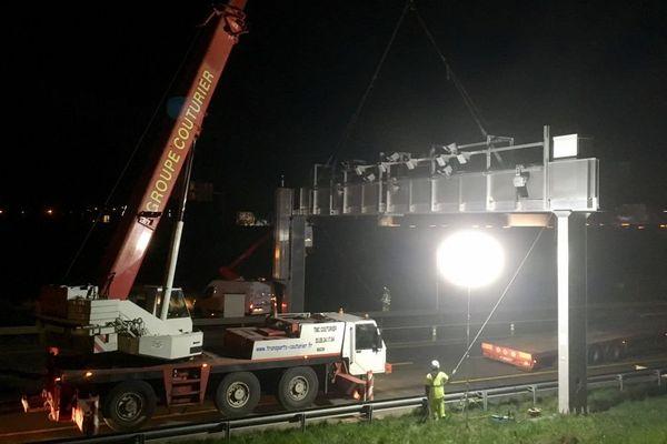C'est dans la nuit du lundi 20 au mardi 21 mars 2017 que le premier démontage d'un portique écotaxe a eu lieu