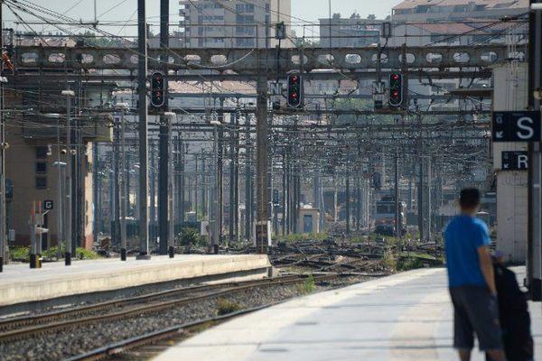 En gare Saint Charles : Le trafic SNCF sera perturbé dès ce mercredi 20 h et jusqu'au vendredi 8h suite à un mouvement de la CGT.