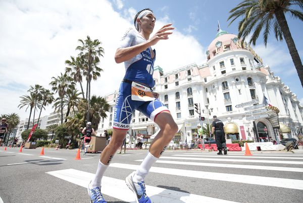 Le record de la course à pied est toujours tenu par Bart Aernouts. En 2011, il avait mis 2h37'0 pour les 42 km de la partie marathon.