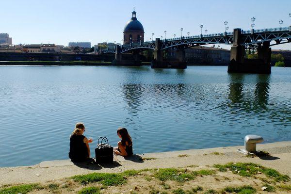 Beau temps et chaleur sur les berges de la Garonne.
