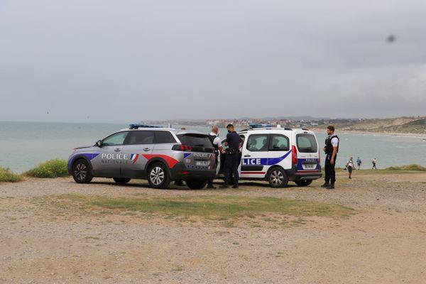 Opérations de surveillance du littoral du Pas-de-Calais par les policiers - Illustration