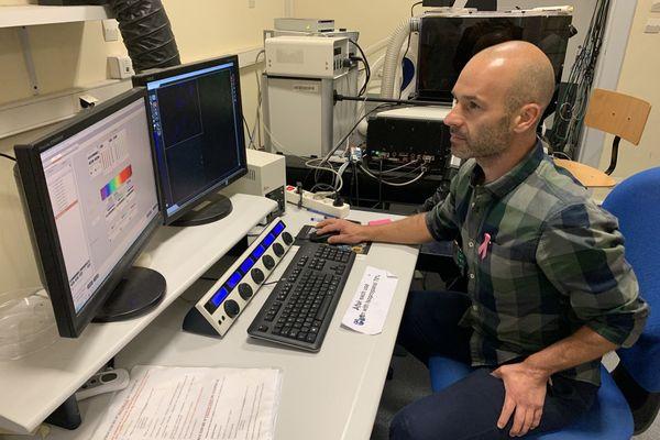 Un chercheur strasbourgeois de l'Inserm, Jacky Goetz, vient d'obtenir le prix Ruban Rose Avenir, une dotation de 110.000 euros récompensant son programme de recherche destiné à mieux comprendre le fonctionnement de la tumeur cancéreuse pour prévenir l'apparition des métastases.