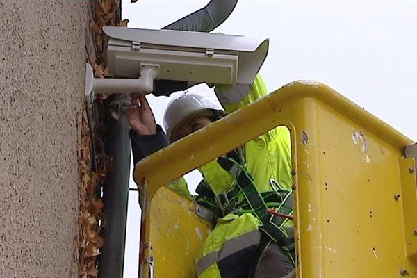 Des caméras de vidéo-surveillance installées pour protéger les églises à Joigny, dans l'Yonne - 29 juin 2017